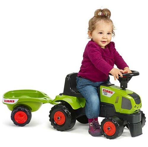 dete vozi guralicu traktor