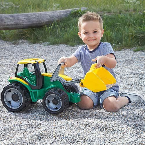 Decak se igra sa Lena traktorm 62 cm