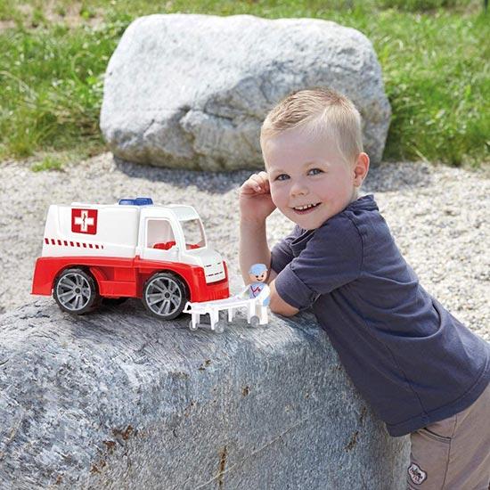 Decak se igra se Lana kamion hitan pomoc