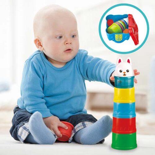 Beba se igra sa casama Animals