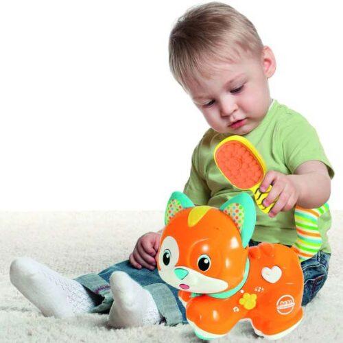 Beba se igra sa mackom Clementoni