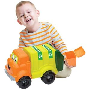 decak se igra sa dede kamionom