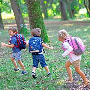 deca se igraju i nose ranac
