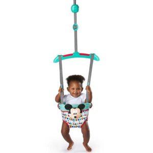 beba skace u dzamperu miki maus