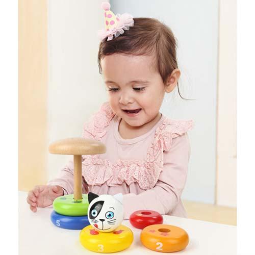 devojcica se igra sa dindolinom top bright