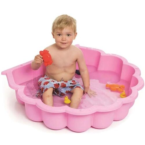 dete se igra u roze peskarniku