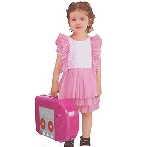 devojcica nosi kuhinju za decu pinkitchen