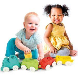 deca se igraju sa vozicem Clemmy