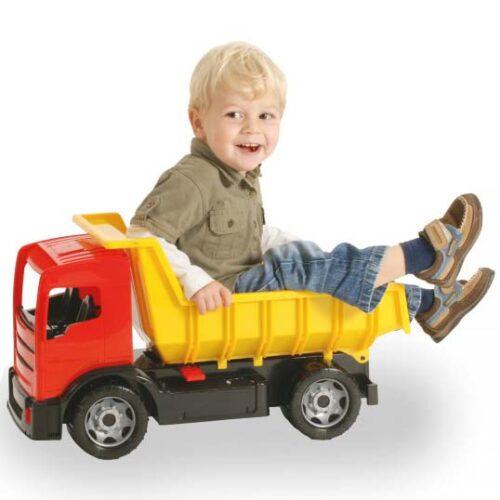 decak se igra u lena kamionu